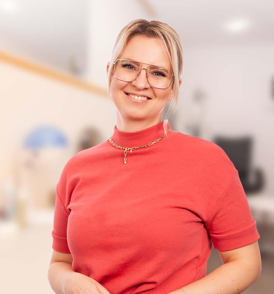 Elena Migorodski, Augenoptikerin