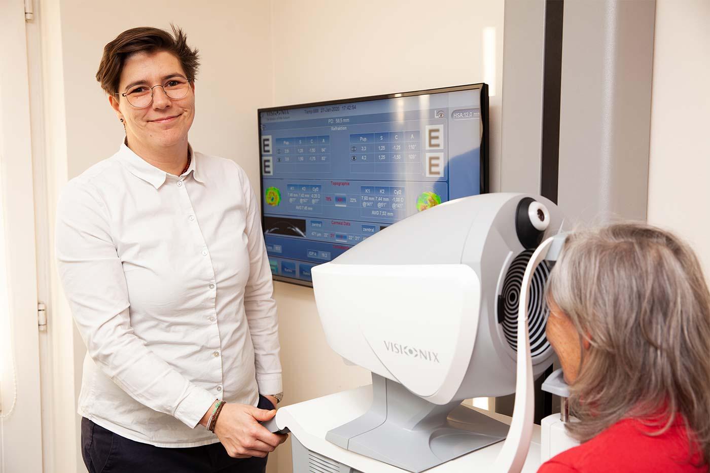 Augenoptikerin Julia Seibel - Kontaktlinsen-Profi